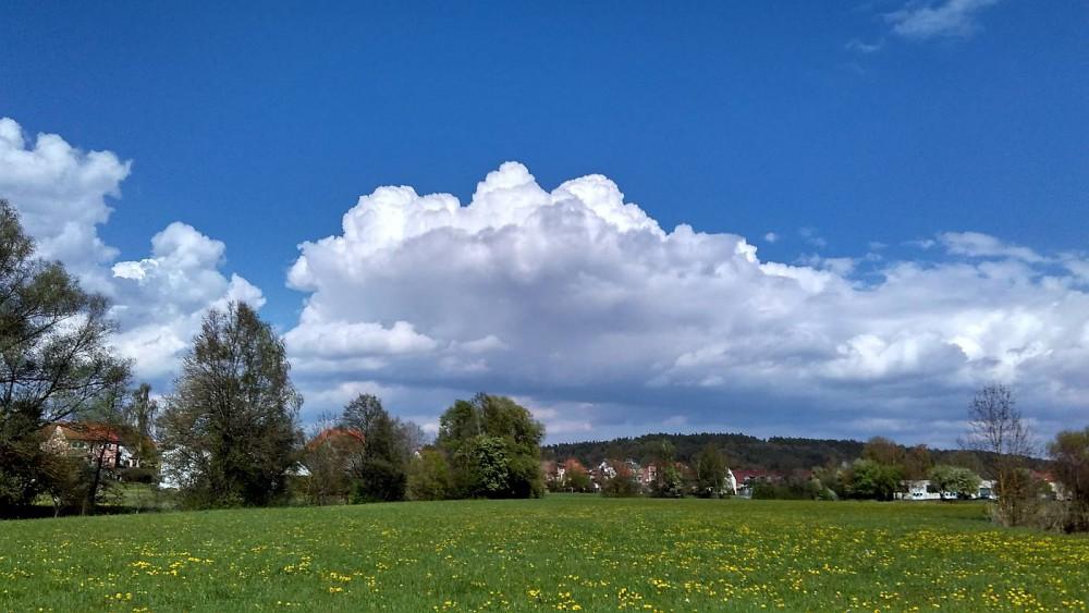 Ende April Wolken über Frühling :-)